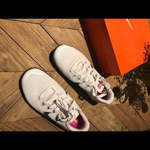 Nike Metcon 4 white/ Black/ Fuchsia Blast Size 7